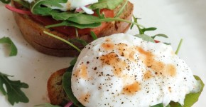 G-Free Whole Grain Bread with Grilled Tomatoes and Poached Eggs