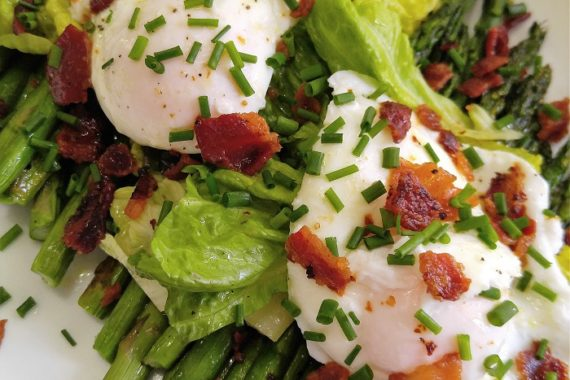 Gluten Free Poached Eggs and Asparagus Salad